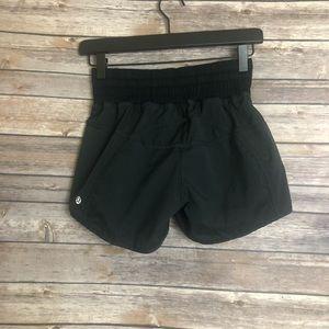 *Flawed* Lululemon Shorts Black Size 6